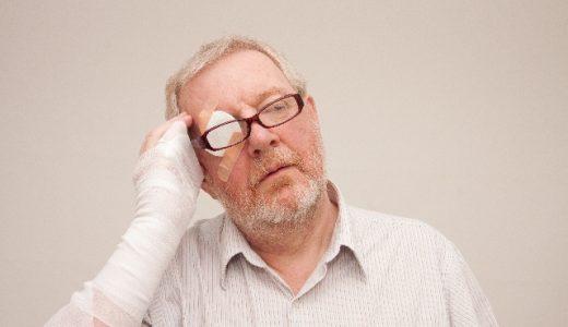 車の運転中は危険すぎる!?眼帯の正しい付け方と効果!